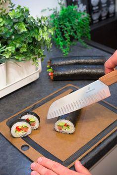 Nie wiesz jak samodzielnie zrobić sushi? Oto najlepszy przepis i z instrukcją krok po kroju. Polish Recipes, Seafood Dishes, Tapas, Food And Drink, Healthy Eating, Yummy Food, Dinner, Drinks, Gastronomia