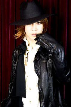 砂月 -Satsuki (Squall of Emotions) Leather Jacket, Punk, Jackets, Style, Fashion, Studded Leather Jacket, Down Jackets, Moda, Fashion Styles