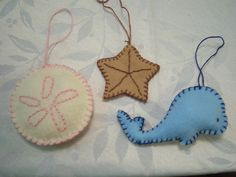 This post has many beachy decorations... thinking about making them for my all season tree for the summer