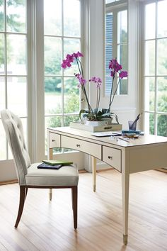 Haven Cameo 書桌/化妝桌(W132* F61* H79 cm)、Heaven單椅(W53* D66* H104cm) / Bernhardt