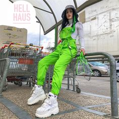 Women's large neon green Harajuku Girl style overall/jumpsuit with silver chain across the front. Around waist Estilo Harajuku, Harajuku Mode, Harajuku Fashion, Harajuku Style, Moda Streetwear, Streetwear Fashion, Neon Green Outfits, Neon Party Outfits, Casual Jumpsuit