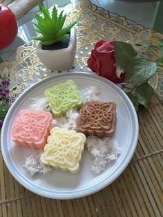 My kitchen My adventure: Getuk moderen Fruit Recipes, Rice Recipes, Cooking Recipes, Indonesian Desserts, Indonesian Food, Food N, Food And Drink, Traditional Cakes, Moon Cake