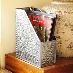 繊細な模様が可愛いアルミのデコレーションマガジンスタンド
