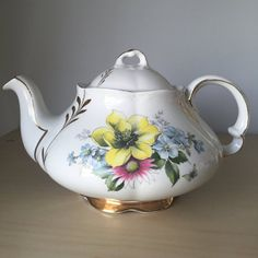 Ellgreave Vintage Floral Teapot, Yellow Pink Blue Flower Tea Pot, English China…