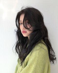 Korean Long Hair, Korean Haircut Long, Korean Hairstyle Long, Korean Hairstyles Women, Asian Haircut, Japanese Hairstyles, Modern Hairstyles, Short Hair Korean Style, Korean Perm