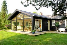 Extension to a house similar to mine. Sutton House, Country Home Exteriors, Bungalow Renovation, Cabins And Cottages, River House, Modern House Design, Home Fashion, My House, Beautiful Homes