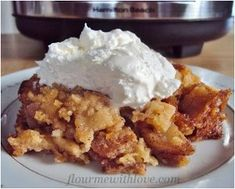 Simple Slow Cooker Apple Pie - Make a perfect apple pie recipe using your slow cooker. This easy slow cooker dessert recipe cooks all day.