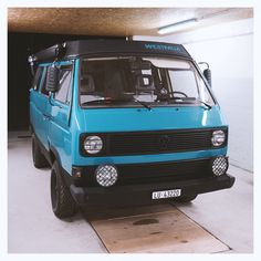 A Volkswagen Westfalia Vanagon ready to go. A Volkswagen Westfalia Vanagon ready to go. Auto Camping, Van Camping, Vw T3 Camper, Vw Bus T3, Volkswagen Westfalia, Vw Vanagon, Transporter T3, Adventure Car, Kombi Home