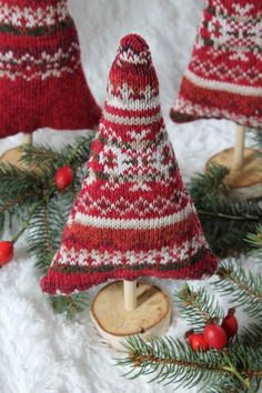 These Cozy Sweater Trees are Perfect For Your Holiday Decorating and a Giveaway – The Renegade Seamstress Christmas Sewing, Christmas Projects, Winter Christmas, Handmade Christmas, Christmas Music, Simple Christmas, Decor Crafts, Holiday Crafts, Holiday Ideas