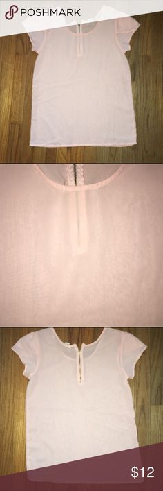 ☀️Loose fitting zip back blouse Pale pink with gold zipper. Size XS but fits more like a s/m.  Please make an offer. I do not negotiate prices in the comment section. All reasonable offers considered. Thank you! Tops Blouses