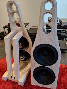 New speakers build - Imgur Open Baffle Speakers, Diy Speakers, Built In Speakers, Wooden Pallet Projects, Wooden Pallets, Speaker Box Design, Subwoofer Box, Audio Design, Loudspeaker