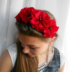 "Red fascinator, Red fabric flowers headband. di Flower Art Studio ""Allerode"" su DaWanda.com"