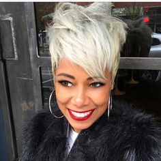 Gray Lace Frontal Wigs best way to cover gray roots – Fashion Wigs Grey Wig, Short Grey Hair, Short Hair Wigs, Pixie Hairstyles, Pixie Haircut, Cool Hairstyles, Fashion Hairstyles, Silky Hair, Soft Hair