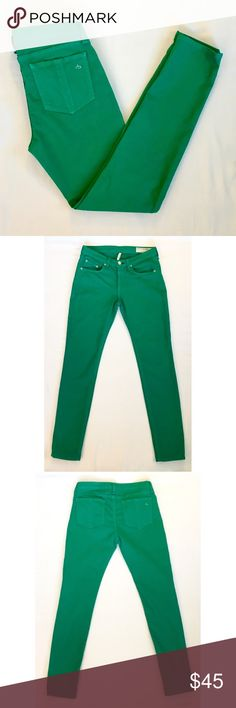 "rag & bone/JEAN kelly green ""Skinny"" jeans Vibrant green, soft denim with a hint of stretch. Tapered skinny leg. Size 28. 98% cotton, 2% elastane. Approximate measurements taken flat: rise 8"", inseam 29.5"". Excellent used condition. rag & bone Jeans Skinny"