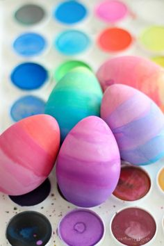 Watercolor dyed eggs - fun Easter egg decorating idea and less messy than traditional egg dye Easter Egg Dye, Easter Party, Easter Food, Easter Ideas, Holiday Fun, Holiday Crafts, Holiday Ideas, Easter Crafts, Crafts For Kids