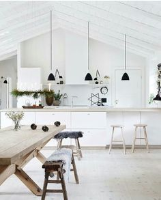 12 simply beautiful wooden kitchen table ideas for a fresh look inside the house including modern, natural or rustic style. Kitchen Interior, Interior Design Living Room, Kitchen Decor, Küchen Design, House Design, Design Ideas, Three Birds Renovations, Interior Desing, Scandinavian Kitchen