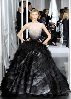 Celebrities who wear, use, or own Christian Dior Spring 2012 Couture Gown. Also discover the movies, TV shows, and events associated with Christian Dior Spring 2012 Couture Gown. Dior Haute Couture, Christian Dior Couture, Style Couture, Couture Fashion, Dior Fashion, Fashion Week, Fashion Show, Paris Fashion, Runway Fashion