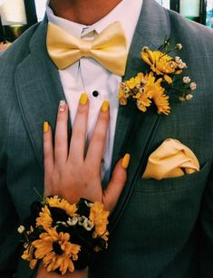 Top 30 Prom Corsage and Boutonniere Set Ideas for 2020 - Page 2 of 2 - Show Me Your Dress Prom Corsage And Boutonniere, Groom Boutonniere, Wrist Corsage, Cute Prom Dresses, Prom Outfits, Dance Dresses, Homecoming Dresses, Wedding Scene, Chic Wedding