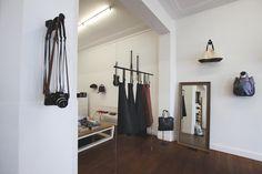 En plein milieu de la Rue de Laeken, se situe Niyona. À la fois boutique et atelier, chaque produit de la marque est imaginé et crée dans cet endroit unique.