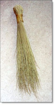 Malala broom, called so in some parts north of the Soutpansberg, South Africa where this broom os made from the leaves of the malala palm. Best Broom, Bali, African Girl, African Diaspora, African Culture, Zimbabwe, Good Old, South Africa, Pretoria