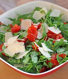 Rucola Salat mit Parmesan und Kirschtomaten – frisch vom Feld auf den Tisch Arugula salad with Parmesan and cherry tomatoes – fresh from the field on the table Italian Salad Recipes, Salad Dressing Recipes, Fruit Recipes, Clean Recipes, Healthy Recipes, Salsa With Canned Tomatoes, Cherry Tomatoes, Arugula Salad, Caprese Salad