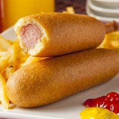 You can get a great deal on corn dogs from Sonic Drive-In. Find out exactly what time you need to dine. Empanadas, Hot Dog Toppings, Childrens Meals, Tumblr Food, Good Food, Yummy Food, Salty Foods, Food Stall, Corn Dogs