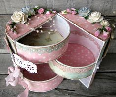 Great site with lots of eye candy. Round Gift Boxes, Scrapbook Box, Scrapbooking, Shabby Chic Boxes, Pretty Box, Altered Boxes, Craft Box, Vintage Crafts, Diy Home Crafts