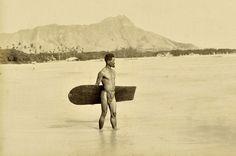 La première photo d'un surfeur en 1890
