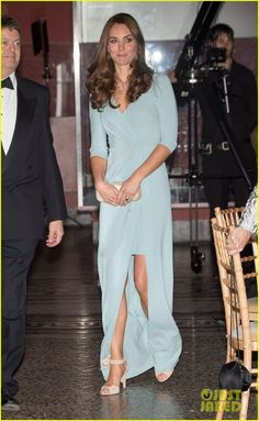 Kate Middleton Hides Small Baby Bump with Clutch at Wildlife Photographer of the Year Awards