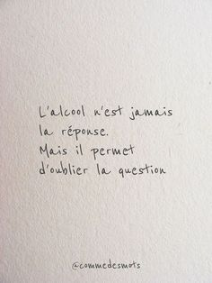 L'alcool n'est jamais la réponse Alcohol is never the answer. Sad Quotes, Words Quotes, Love Quotes, Inspirational Quotes, Sayings, French Quotes, Co Working, Some Words, Decir No