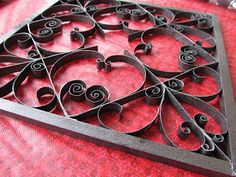 Faux Wrought Iron Wall Art From Toilet Paper Rolls (DIY). They also have free patterns listed. Toilet Paper Roll Diy, Toilet Roll Art, Toilet Paper Roll Crafts, Toilet Wall, Paper Wall Art, Diy Wall Art, Diy Art, Keep Calm And Diy, Wrought Iron Wall Art