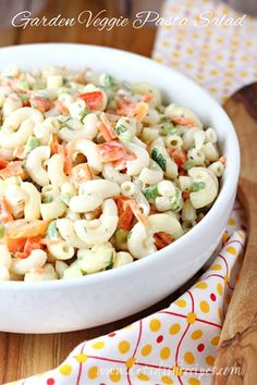 Garden Veggie Pasta Salad Recipe: This classic macaroni salad, with a mayonnaise and vinegar based dressing, is loaded with fresh vegetables and herbs. Perfect for summer potlucks and barbecues. Chicken Pesto Pasta Salad, Pasta Salad Italian, Veggie Pasta, Pasta Salad Recipes, Pasta Food, Noodle Recipes, Fruit Recipes, Recipies, Vegan Recipes