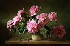 Картинки по запросу пионы в вазе фото