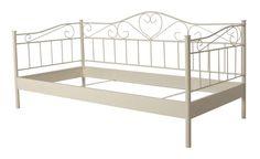 Princess seng - Romantisk cremehvid seng med jernramme. Sengen har flotte krummelurer og svungne udsmykninger, som fuldender den romantiske stil i soveværelset eller på pigeværelset.