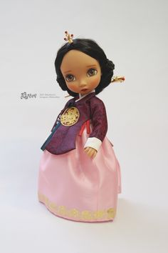 안녕하세요. 베이비돌 당의 DIY 가 쇼핑몰에 업데이트 되었습니다. 사실 업데이트 된 지는 꽤 되었지만,... Disney Baby Dolls, Disney Princess Dolls, Baby Disney, Korean Traditional, Traditional Outfits, Korean Crafts, Disney Animator Doll, Korean Hanbok, Fashion Dolls