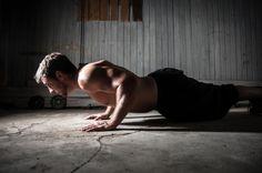 Besoin d'un bon programme de musculation à domicile qui ne nécessite aucun équipement? Essayez cette séance intense que vous pourrez faire en utilisant un