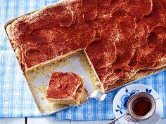 Manchmal muss es einfach schnell gehen: Wir präsentieren Ihnen unwiderstehliche Rezepte für schnelle Kuchen, die ruck, zuck fertig sind - perfekt für die spontane Kaffeerunde!