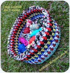 EU TAMBÉM CROCHETO...: Cesto Colorido em Trapilho, Colorful crochet basket