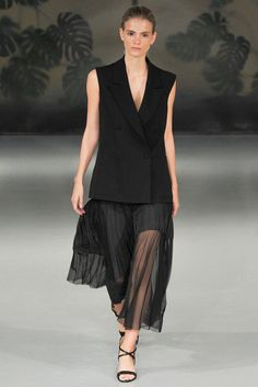 See all the Collection photos from Barbara Casasola Spring/Summer 2015 Ready-To-Wear now on British Vogue Spring 2015 Fashion, Spring Summer 2015, Fashion Models, Fashion Show, Fashion Design, Ladies Fashion, Fashion Trends, Barbara Casasola, Trend Council