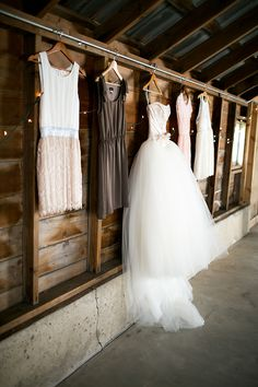 Love the wedding dress with the bridesmaids dresses