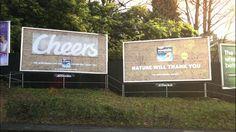 Una valla publicitaria con un mensaje oculto que sólo podrán destapar los pájaros.