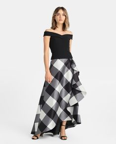 Falda de cuadros de mujer Fiesta El Corte Inglés con volante Skirt Outfits, Dress Skirt, Boho Fashion, Fashion Outfits, Merian, Bohemian Mode, Beautiful Gowns, Outfit Sets, Trendy Outfits