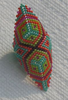 Love this pattern n those colors!! Could b done/reconfigured into a Loom pattern for a bracelet?? I think so!