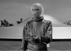 The Day The Earth Stood Still (1951).Klattu offering a gift for the U.S. President.