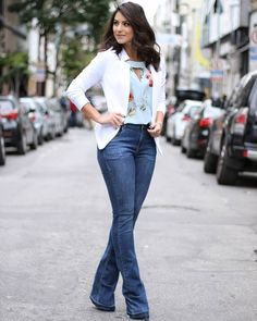 Observe how one of your favorite street style gamers choose blue jeans along with high heel and aqcuire all of the spirit you need for your next look. Jeans Outfit For Work, Casual Work Outfits, Work Attire, Office Outfits, Work Casual, Trendy Outfits, Casual Dressy, Dressy Attire, Casual Office