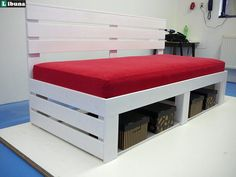 Dřevěné postele. Výroba dřevěného nábytku na zakázku.
