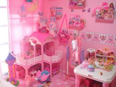 If only I had room to set up my Barbie Dreamhouse...