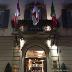 Entrare al Four Season Hotel Milano e rimanere abbagliati da decorazioni insolite : un tripudio di coralli rossi. Si intravedono già dall'ingresso di Via Gesù . Tutto nasce da un trait d'union con ...