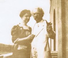 Mark Twain & Helen Keller's Special Friendship: He Treated Me Not as a Freak, But as a Person Dealing with Great Difficulties www.openculture.com/2015/05/mark-twain-helen-kellers-special-friendship.html