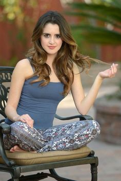 The hottest images and pictures of Laura Marano are truly epic. While we are talking about Laura Marano beauty, skills, and professional life, we want to Vanessa Marano, Laura Marano, Beautiful Girl Indian, Most Beautiful Indian Actress, Beautiful Models, Beautiful Celebrities, Willian Smith, Stylish Girl Images, Sexy Hot Girls
